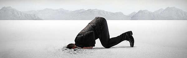 Kopf im Sand - Jeder ist seines Glückes eigener Schmied