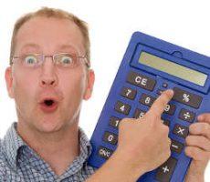 Funny man with calculator / Lustiger Mann mit Taschenrechner