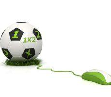 Computer mouse attached to football bearing 1X2 symbols / Computemaus befestigt an einem Fußball mit 1X2 Symbolen
